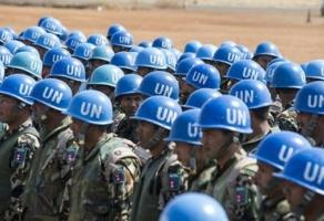 Петр Порошенко считает, что остановить войну на Донбассе можно лишь с помощью миротворцев ООН