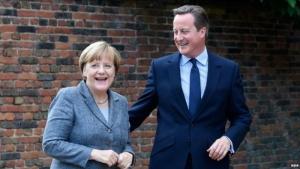 Меркель и Камерон договорились продолжить санкции против России