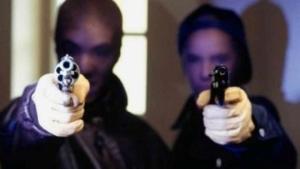 В Одессе бандиты похитили с АЗС машину, алкоголь, еду и кассира