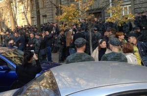 Под администрацией Президента срочники Нацгвардии хотели на дембель: видео протеста