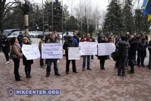 Николаевцы собрались на пикет, призывая депутатов признать Россию страной-агрессором (ФОТОРЕПОРТАЖ)