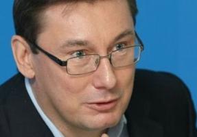 Луценко хочет удивить террористов неожиданным поворотом АТО