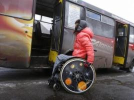 В Николаеве предприятие-перевозчик заплатит 5 тыс. грн. инвалиду, которого водитель вытолкал из маршрутки