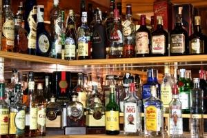 В николаевском магазине за нелегальную продажу изъяли 197 бутылок алкоголя и 227 пачек сигарет