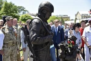 В оккупированном Крыму открыли памятник «зеленому человечку»