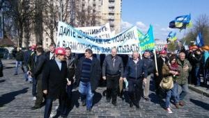 В Киеве протестующие шахтеры прорвались через охрану к зданию администрации президента
