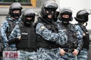 Здание Верховной рады окружили несколько сотен бойцов спецподразделений