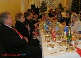 На глазах детей чиновники Жовтневого района отметили Новый год с возлиянием