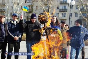 В Херсоне сожгли «Путина» и «заминировали» центральную площадь города