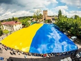В субботу николаевцев приглашают развернуть самый большой флаг Украины. Дресс-код - вышиванка