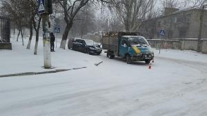 Сегодня на углу улиц Обсерваторной и Рабочей из-за непогоды произошло ДТП с тремя автомобилями