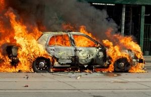 Террористами, которые поджигали автомобили волонтеров и украинских патриотов, руководили кураторы из России