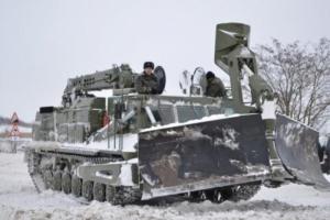 Под Николаевом в снежный плен попали военные, которые следовали в эшелоне в зону АТО
