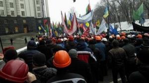 Под Кабмином протестуют шахтеры - требуют техническое переоснащение шахт