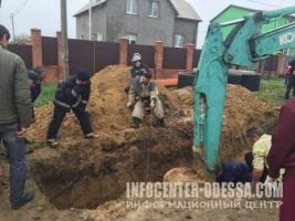 В Одесской области коммунальщик умер, заживо погребенный в канализационной траншее