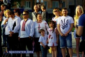 Херсонцы в День вышиванки создали живую карту Украины (ФОТОРЕПОРТАЖ + видео)