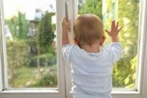 В Николаеве будут судить мать, чей сын выпал из окна многоэтажки