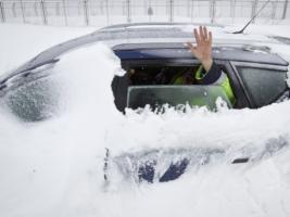 На Николаевщине полицейский получил серьезные травмы, спасая человека из снежного заноса