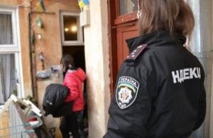Во Львове пьяный мужчина при задержании травмировал четверых полицейских