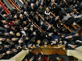 Законы, вызвавшие протесты оппозиции и общественности, официально опубликованы