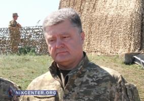Порошенко побывал на военных учениях под Николаевом и наградил морских пехотинцев (ФОТО, ВИДЕО)