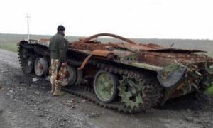 В зоне АТО найден подбитый российский танк и запрещенные боеприпасы. ФОТО