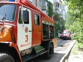 Из горящей квартиры в центре Николаева спасатели вытащили пьяного мужчину (ФОТО)