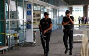 Премьер Турции заявил о попытке переворота. Над Анкарой летают военные самолеты
