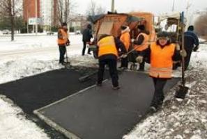 Фирма, которая укладывает асфальт в дождь и в снег,  получила еще 17 млн. грн. на ремонт дорог Николаевщины