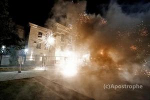 Посольство РФ в Украине обстреляли салютами (ВИДЕО)