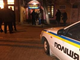 В Николаеве задержали полицейских, ограбивших ювелирный магазин