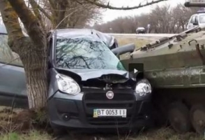 В сети появилось видео с произошедшего на Херсонщине жуткого ДТП с участием военных