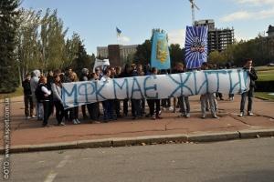 Фанаты МФК «Николаев» устроили под мэрией пикет