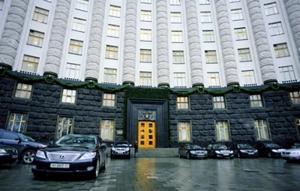 Кабмин Яценюка так и не избавился от Мерседеса S600, купив ему шины по 42000 за штуку