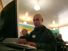 В Украине хотят ограничить заключенным доступ к интернету и телефонной сязи