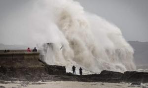 В Англии идет эвакуация из-за шторма Десмонд