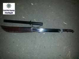 Полиция изъяла 40-сантиметровый нож у прохожего на улице Шнеерсона в Николаеве