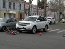 В Николаеве водитель джипа, нарушив правила дорожного движения, сбил велосипедиста