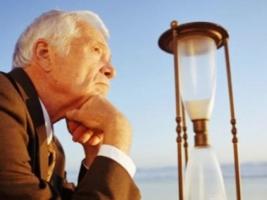 Кабмин на 5 лет увеличил стаж работы для выхода на пенсию льготникам