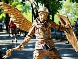 Вооруженный одессит напал на живую статую «Ангела Небесной сотни»