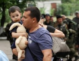 Почти 100 тысяч человек были вынуждены сменить место жительства в пределах Украины и еще 130 тысяч уехали в Россию - ООН