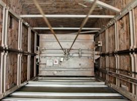 В одесской многоэтажке ребенок погиб, упав в шахту лифта