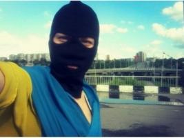 Луганчанка разместила в соцсети свое фото с украинским флагом, сделанное в оккупированном городе