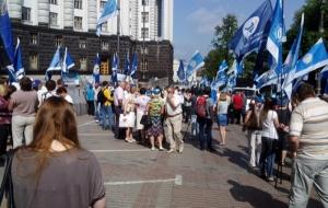 Представители профсоюзов и ВИЧ-инфицированные пикетируют Кабмин