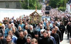 Десять тысяч верующих пройдут Крестным ходом за мир в Украине