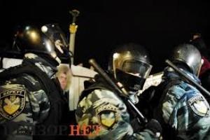 Возле ВР побоище. Депутаты регионалы бегут из парламента