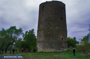 Херсонские художники, музыканты, танцовщики и реконструкторы превратили средневековую башню в арт-площадку. ФОТОРЕПОРТАЖ