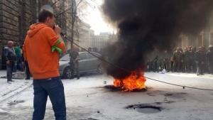Автомайдан зажег шины под Администрацией Президента