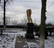 Народ не остановить: в Одесской области тоже снесли памятник Ленину