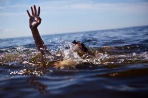 В Херсонской области пограничники спасли пассажиров перевернувшейся яхты